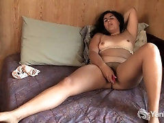 Puffy Inexperienced Miel Stroking