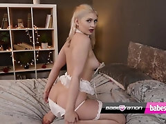 Absorbs UK babe Georgia Brown uses her toy on Babestation