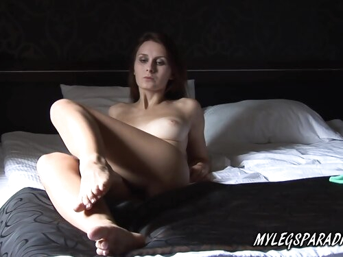Perfect Body And Big Tits Babe Foot Fetish Show