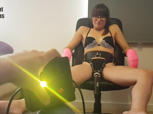 The Bean Button - Lets Make Her Cum With The Doxy Remote Control